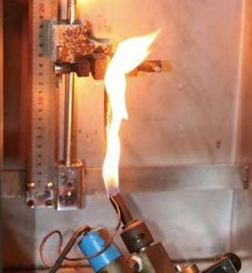 éprouvette durant essai d inflammabilité selon UL94