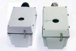 boitiers aluminium peinture epoxy apres 500h d'essai de vieilissement aux UV des boitiers métalliques